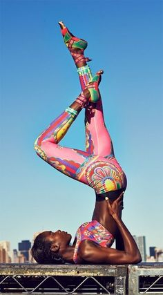 Nike teamed up with Japanese artist Yuko Kanatani. The result: super cool, colorful Nike Magical Kaleidoscope tights. Cute Athletic Outfits, Cute Gym Outfits, Athletic Wear, Sport Outfits, Summer Outfits, Sport Fashion, Fitness Fashion, Fitness Style, Yoga Fashion