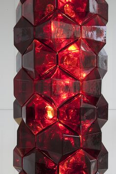 Interlocking hand blown glass cells form this luminous column of light. PrePost developed the design for the lobby of Toren, a new residential tower in downtown Brooklyn, New York by the architects of Skidmore, Owings & Merrill for the developer, Myrtle Avenue Builders. http://studioprepost.com/projects/pomegranate #prepost #glass #cellular