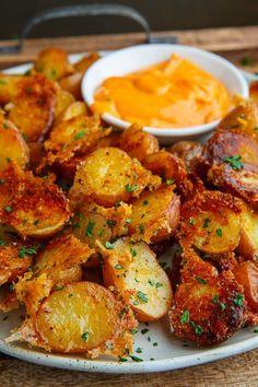 Crispy Parmesan Roast Potatoes potato al horno asadas fritas recetas diet diet plan diet recipes recipes Crispy Roast Potatoes, Parmesan Roasted Potatoes, Roasted Potato Recipes, Vegetable Recipes, Vegetarian Recipes, Cooking Recipes, Healthy Recipes, Fried Potatoes, Golden Potato Recipes