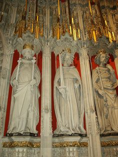 York Minster Interior Kings Screen by sculptor William Hyndeley  -  Kings - l-r: Henry III, 1216-72, with two sceptres, Edward I  (Primus)Longshanks, 1272-1307 with sword, Edward II, 1307-27