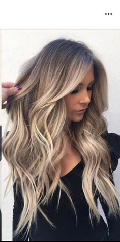 Balayage is the most popular hairstyle at present. In addition to ombre hairstyles or Brazilian hairstyles, balayage hairstyles dominate the dominant hairstyle trend. So what are balayage hairstyles and why are they so popular? Brown Blonde Hair, Light Brown Hair, Black Hair, Medium Blonde, Long Blond Hair, Wedding Hair Blonde, Perfect Blonde Hair, Blonde Honey, Blonde Layers