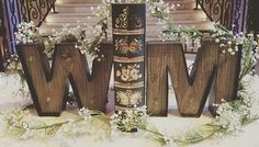 This sweetheart table decor looks so rustic and whimsical! Thanks @thelocalstumbler for sharing!