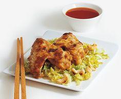 Croccanti ali di pollo su cavolo cinese