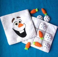 Juego tres en raya de viaje inspirado en Olaf - Olaf inspired Felt Tic Tac Toe Travel Playset by CurlyTailCrafts Pochette Diy, Felt Games, Tic Tac Toe Game, Felt Books, Disney Crafts, Party Bags, Olaf, Craft Tutorials, Felt Crafts