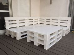 Terrasse aus Paletten pool ideas ᐅ Terrasse aus Paletten selber bauen Pallet Seating, Diy Pallet Sofa, Pallet Patio, Pallet Shelves, Diy Sofa, Diy Outdoor Furniture, Diy Pallet Furniture, Diy Pallet Projects, Pallet Ideas