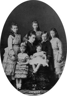 The Hessian children with their mother - Ella, at the top Victoria, at the right Irene, next to her is Ernie and then Princess Alice with May in her lap, and Alix.
