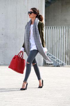 outfit-off-shoulder-military-blazer-prada-bag