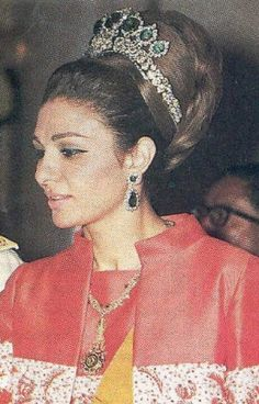 In December Farah Diba received a fabulous wedding gift, a tiara created by the jeweller Harry Winston of New York. The base of the tiara is platinum, displaying diamonds and yellow roses and holds seven emeralds. Royal Crown Jewels, Royal Crowns, Royal Tiaras, Royal Jewelry, Tiaras And Crowns, Farah Diba, Harry Winston, Pahlavi Dynasty, Royals