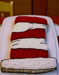 simple cat in the hat cake