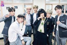 Read from the story Si Estuvieras En BTS by AnonimoBlue_ (kpop my life) with reads. Especial: Run BTS! Jungkook Jimin, Kim Namjoon, Bts Taehyung, Bts Bangtan Boy, Seokjin, Yoonmin, Foto Bts, Jung Hoseok, Memes Pt