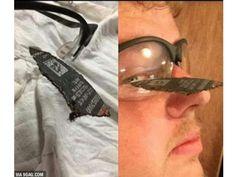 CONEXÃO BOMBEIRO : Homem é salvo pelo óculos de segurança!