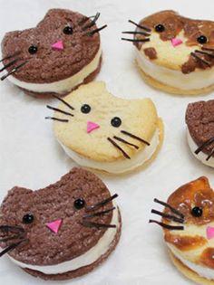 Trop mignons ces biscuits chats ! Organisez un atelier pâtisserie avec vos p'tits mômes et cuisinez des biscuits chats adorables et délicieux en suivant notre recette.