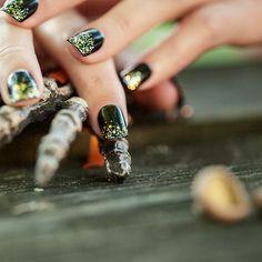 Black & glitter! #nails