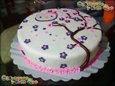 TORTA MOTIVO HELLO KITTY & FLOWER SAKURA