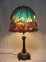 This amazing photo is truly a noteworthy style philosophy. Stained Glass Lamp Shades, Tiffany Stained Glass, Stained Glass Flowers, Stained Glass Art, Antique Lamps, Antique Lighting, Lotus Lamp, Cool Lamps, Tiffany Lamps