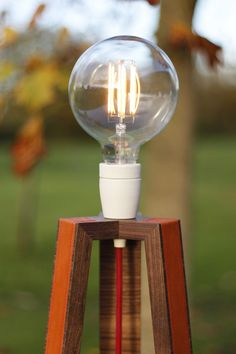 luminaire-lampe-cuir-noyer-ebeniste-paris-mobilier-ebenisterie-menuisier-woodandline-4