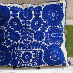 Hungarian Embroidery Patterns More blue. Hungarian Embroidery, Folk Embroidery, Learn Embroidery, Embroidery Stitches, Embroidery Patterns, Print Patterns, Floral Embroidery, Folklore, Art Textile