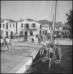1950 ~ Thassos island (photo by Dimitris Harissiadis) Greek Town, Thasos, Thessaloniki, Athens Greece, Black And White Pictures, Mykonos, Historical Photos, Old Photos, Street View
