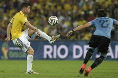 Con este golazo, James Rodríguez abrió el marcador ante Uruguay    #SelecciónColombia #Brasil2014  #MundialBrasil2014