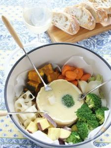 味噌カマンベールフォンデュでいただく秋野菜サラダ