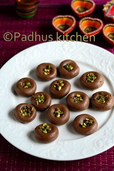 This is an instant chocolate peda recipe made with sweetened condensed milk, cocoa powder and milk powder. Kids will love this chocolaty p. Dessert Recipes For Kids, Indian Dessert Recipes, Indian Sweets, Snack Recipes, Cooking Recipes, Indian Recipes, Cooking Tips, Cake Recipes, Vegetarian Chocolate