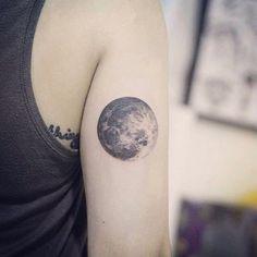 Moon. #正義刺青 #女孩來刺青 #justiceink #tattoo #tattoogirl #moon #blackwork #moontattoo