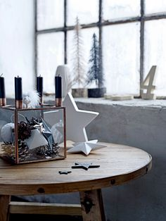 Well now, Happy Christmas Eve lovely readers! Modern Christmas Decor, Decoration Christmas, Scandinavian Christmas, Christmas Love, Decoration Table, Xmas Decorations, Christmas And New Year, Beautiful Christmas, All Things Christmas