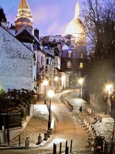 Walked up this street many of times visiting the gorgeous Sacre Couer - Montmartre, Paris (sigh)