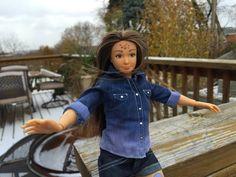 Fördern Barbie-Puppen den Schlankheitswahn? Einiges spricht dafür. Der amerikanische Künstler Nickolay Lamm verkauft deshalb Durchschnitts-Puppen. Sogar Pickel kann man ihnen ins Gesicht kleben.