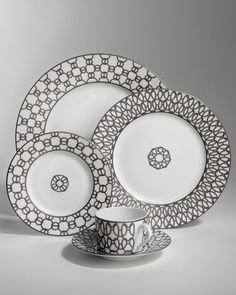 China pattern – Hermes at Neimans – Tableware Design 2020 Hermes Home, Baccarat Crystal, China Painting, China Patterns, Ceramic Plates, Fine China, Craft Work, Household Items, Home Decor Accessories