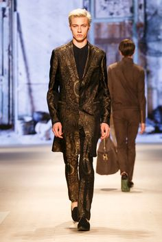 A look from the Etro Spring 2016 Menswear collection.