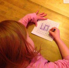 Sata-bingo: Salaisuuspussissa oli lukuja lukualueelta 1-100. Yksi kerrallaan oppilaat nostivat kortin pussista ja sanoivat luvun ääneen. Kaikki etsivät luvun omasta sata-taulustaan ja värittivät. Oppilaiden lukutaidosta riippuen luvut voivat olla kirjoitettu numeroin tai kirjaimin, jolloin oppilaille tulee tarkan lukemisen harjoitusta ja samalla pitää myös miettiä miten kyseinen numero kirjoitetaan numeroin. Valmiiseen sata-tauluun muodostui luku 100.