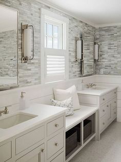 25 Traditional Small Bathroom Decor Ideas With Charming French Style