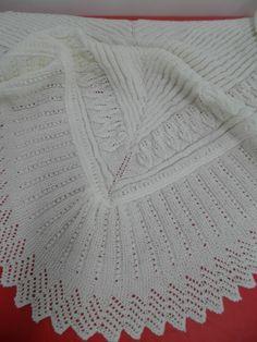 http://las-artes-anas.blogspot.com.es/2013/03/toquilla-de-bebe-con-hojas-y-punto-de.html