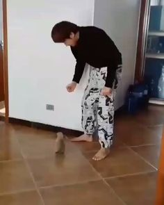 Animals Discover Dance battle with the pup. - Dance battle with the pup. Omgosh that is the cutest thing ever! Cute Funny Animals Cute Baby Animals Funny Dogs Funny Memes Funny Captions Animals And Pets Cute Puppies Cute Dogs Cute Babies Cute Funny Animals, Cute Baby Animals, Funny Dogs, Funny Memes, Funny Captions, Videos Funny, Cute Videos, Dog Videos, Cute Puppy Videos