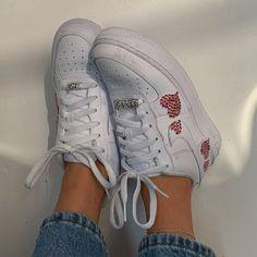 hot sale online 2df65 8baba Follow me  FercellaLooks 🌺 for more looks ✨✨ Sock Shoes, Cute Shoes,