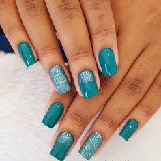Nail art Christmas - the festive spirit on the nails. Over 70 creative ideas and tutorials - My Nails Green Nails, Blue Nails, Hair And Nails, My Nails, Nail Manicure, Nail Polish, Basic Nails, Seasonal Nails, Dipped Nails