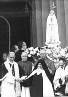 Sister Lucia with Pope Paul VI.