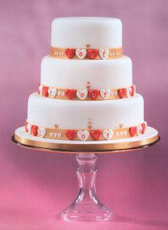 Corazones de Azúcar del amor en un pastel de Wedidng