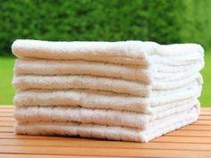 Im Haushalt gibt es viele zeitraubende Aufgaben. Gerade das Zusammenlegen von Wäsche muss aber nicht ewig dauern. Hier die besten Tricks um Zeit zu sparen!