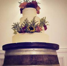 #winebarrelcake #caketable #rusticbride #weddingrentals #longislandweddings #bridetobe