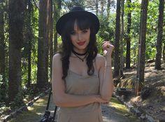 Look com vestido nude - Blog Ela Inspira - http://www.elainspira.com.br/i-wanna-be-yours-look-vestido-suede/