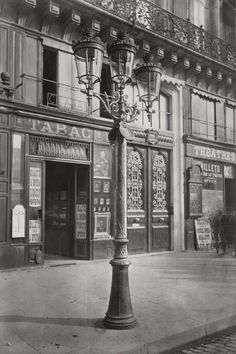 Lampadaire_Paris_Charles_Marville_Avenue_de_Opera_1878