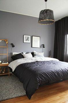 schlafzimmergestaltun graue wandfarbe tagesdecke geflochtene pendelleuchte