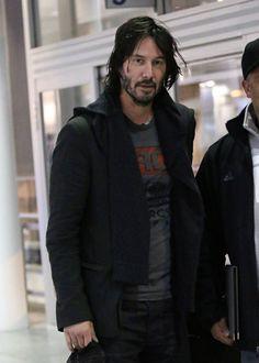 Por: Denise Uma surpresa a noticia que Keanu tenha desembargado em Montreal. E para novas filmagens de 'John Wick 2'. Ele chegou segunda em Montreal. As filmagens começarão quinta-feira…