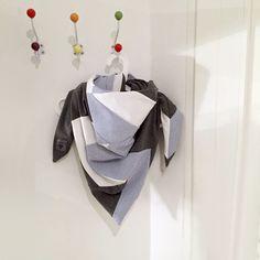 Dreieckstücher - Schaltuch Snöö anthrazit - ein Designerstück von eisboerg bei…