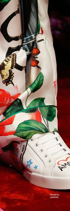 Dolce & Gabbana SS 2018 / RTW Love And Light, Peace And Love, Dolce And Gabbana 2016, Sneakers Fashion, Sneakers Nike, Types Of Girls, Rubber Shoes, Floral Fashion, New Life