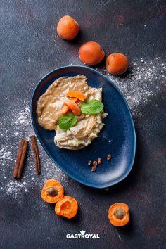 Tejbegrízes palacsinta, sárgabarackos mártás #food #fooddelivery #gastroyal #crepes #peach Thai Red Curry, Ethnic Recipes, Food, Essen, Meals, Yemek, Eten