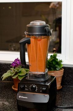 10 Minute Tomato Soup :: Vitamix - All About Health Vitamix Tomato Soup, Vitamix Soup Recipes, Tomato Soup Recipes, Blender Recipes, Smoothie Recipes, Canning Recipes, Quick Tomato Soup, Blender Soup, Breakfast