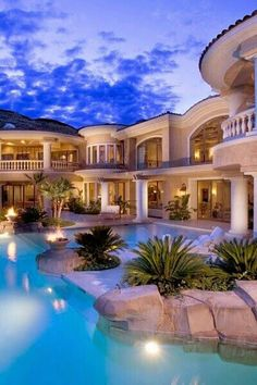 Beautiful Mansion and Pool  twitter @marianagmun